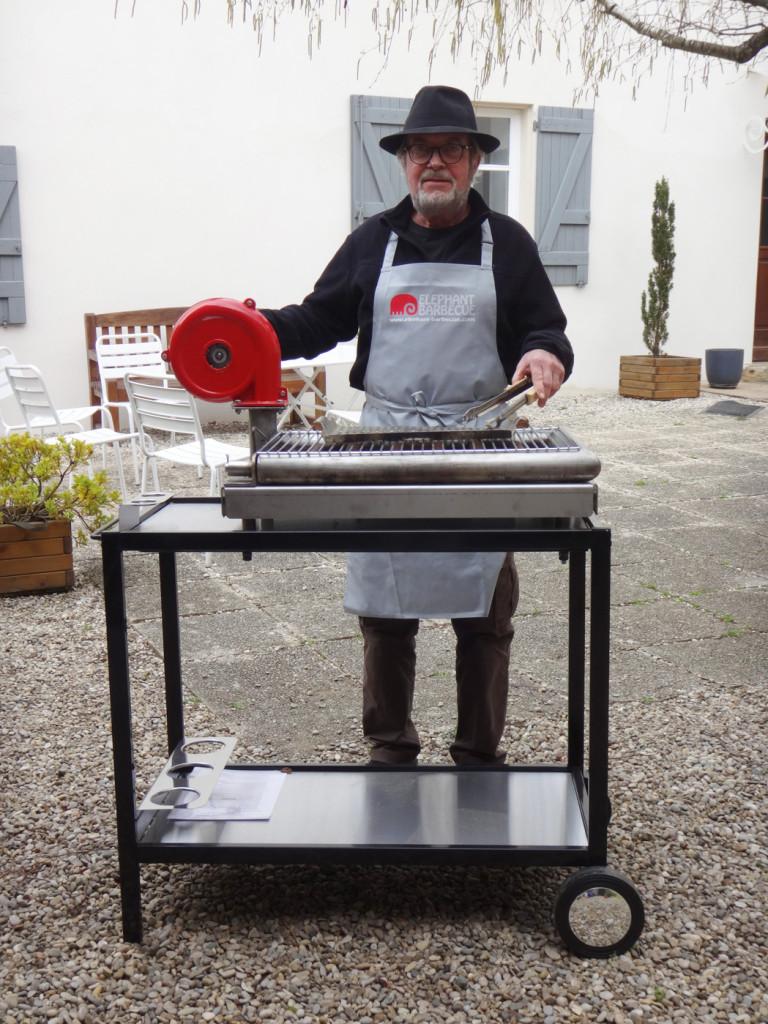 inventeur-barbecue-charbon-bois